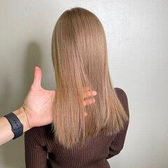 ブリーチ必須 セミロング ミルクティーベージュ 西海岸風 ヘアスタイルや髪型の写真・画像