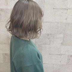 ダブルカラー シルバーグレイ 簡単ヘアアレンジ モード ヘアスタイルや髪型の写真・画像