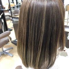 ふわふわ ハイライト ミディアム ミルクティーベージュ ヘアスタイルや髪型の写真・画像