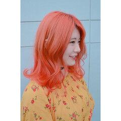 コーラル ミディアム オレンジ ストリート ヘアスタイルや髪型の写真・画像