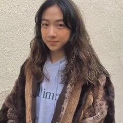 ハイライト ロング スパイラルパーマ パーマ ヘアスタイルや髪型の写真・画像
