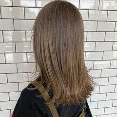 グレーアッシュ ハイトーンカラー アッシュグレー アッシュベージュ ヘアスタイルや髪型の写真・画像