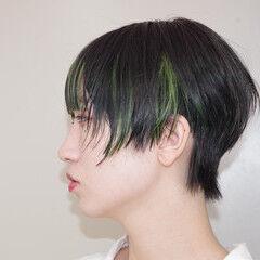 インナーカラー エメラルドグリーンカラー ネオンカラー モード ヘアスタイルや髪型の写真・画像