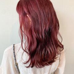 チェリー ベリーピンク チェリーレッド ミディアム ヘアスタイルや髪型の写真・画像