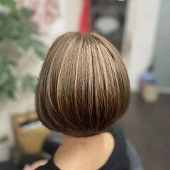 ナチュラル グレージュ 大人ハイライト ショートボブ ヘアスタイルや髪型の写真・画像