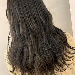 ロング アンニュイほつれヘア ダークトーン ダークグレー ヘアスタイルや髪型の写真・画像