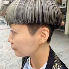 ブリーチ インナーカラー ナチュラル 刈り上げ ヘアスタイルや髪型の写真・画像