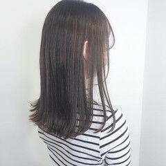 ロング ナチュラル 暗髪 グレージュ ヘアスタイルや髪型の写真・画像