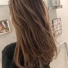ナチュラル ベージュ ミルクティーベージュ アンニュイほつれヘア ヘアスタイルや髪型の写真・画像