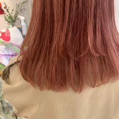 ミディアム ナチュラル ピンク レイヤーカット ヘアスタイルや髪型の写真・画像