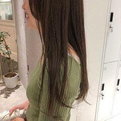 オリーブベージュ オリーブカラー ロング ナチュラル ヘアスタイルや髪型の写真・画像