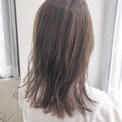 フォギーアッシュ グレージュ くすみカラー 透明感カラー ヘアスタイルや髪型の写真・画像