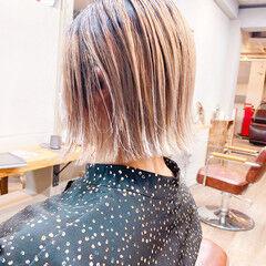 イエローベージュ 大人ハイライト カーキアッシュ ボブ ヘアスタイルや髪型の写真・画像