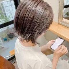 ショート ナチュラル ピンクパープル 切りっぱなしボブ ヘアスタイルや髪型の写真・画像