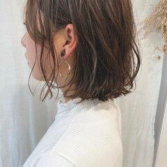 インナーカラー 外ハネボブ ボブ 切りっぱなしボブ ヘアスタイルや髪型の写真・画像