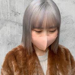 透明感カラー 切りっぱなしボブ ハイトーンカラー ホワイトシルバー ヘアスタイルや髪型の写真・画像