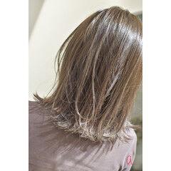カーキ オリーブグレージュ ガーリー マットグレージュ ヘアスタイルや髪型の写真・画像
