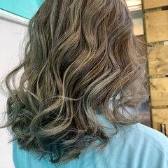 エレガント グレージュ ミディアム ミルクティーグレージュ ヘアスタイルや髪型の写真・画像