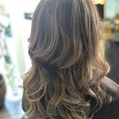 大人ハイライト 白髪染め セミロング フェミニン ヘアスタイルや髪型の写真・画像