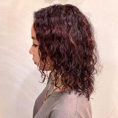 ミディアム ウルフカット 外国人風パーマ ストリート ヘアスタイルや髪型の写真・画像