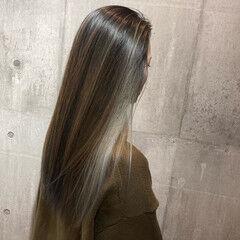 ホワイトシルバー グレージュ バレイヤージュ 最新トリートメント ヘアスタイルや髪型の写真・画像