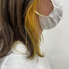 イエロー インナーカラー ミディアム ハイトーン ヘアスタイルや髪型の写真・画像