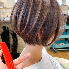 ミニボブ フェミニン シンプル 前下がりボブ ヘアスタイルや髪型の写真・画像