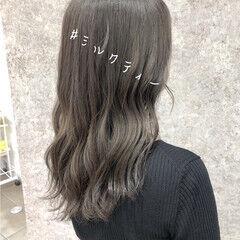 ブリーチカラー ロング ミルクティー ナチュラル ヘアスタイルや髪型の写真・画像
