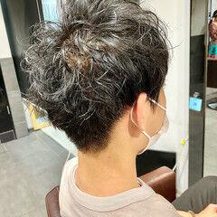 メンズカット スパイラルパーマ ショート メンズマッシュ ヘアスタイルや髪型の写真・画像