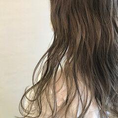 ヌーディーベージュ 透明感カラー ミルクティーグレージュ スモーキーアッシュ ヘアスタイルや髪型の写真・画像