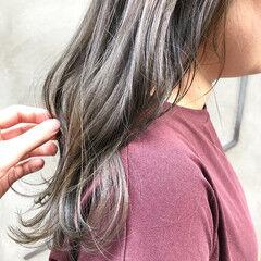 ミディアム アンニュイほつれヘア 透明感カラー くすみベージュ ヘアスタイルや髪型の写真・画像