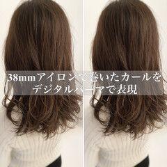 レイヤーカット ナチュラル デジタルパーマ ロング ヘアスタイルや髪型の写真・画像
