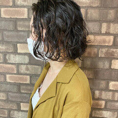 ナチュラル 無造作パーマ ウェットヘア  ヘアスタイルや髪型の写真・画像