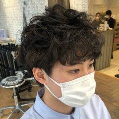くせ毛風 ナチュラル ショート メンズパーマ ヘアスタイルや髪型の写真・画像