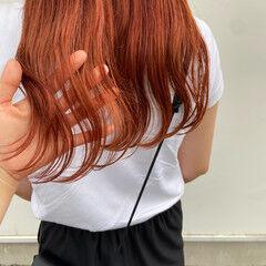 オレンジ アプリコットオレンジ セミロング ナチュラル ヘアスタイルや髪型の写真・画像