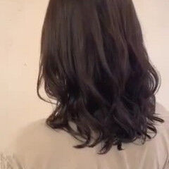 レイヤーカット コテ巻き風パーマ ヘルシー デジタルパーマ ヘアスタイルや髪型の写真・画像