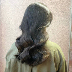 イルミナカラー 韓国ヘア セミロング 後れ毛 ヘアスタイルや髪型の写真・画像