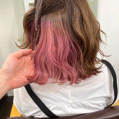 ピンクベージュ 切りっぱなしボブ ピンクカラー ミディアム ヘアスタイルや髪型の写真・画像