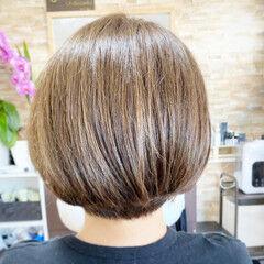 ショートヘア ハイトーンカラー ナチュラル 白髪染め ヘアスタイルや髪型の写真・画像