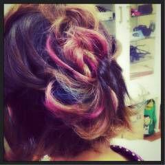 ブルー ピンク レッド ストリート ヘアスタイルや髪型の写真・画像