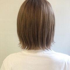 ミルクティーグレージュ フェミニン 透明感カラー ミディアム ヘアスタイルや髪型の写真・画像
