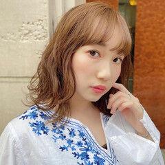 レイヤースタイル ゆるふわパーマ ヌーディベージュ 外ハネ ヘアスタイルや髪型の写真・画像