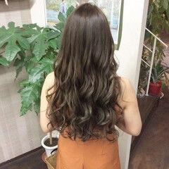 アッシュグレージュ ロングヘア 大人ロング ロングヘアスタイル ヘアスタイルや髪型の写真・画像