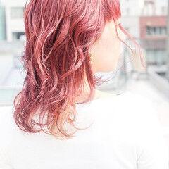 ピンクベージュ ミディアム ストリート ピンクパープル ヘアスタイルや髪型の写真・画像