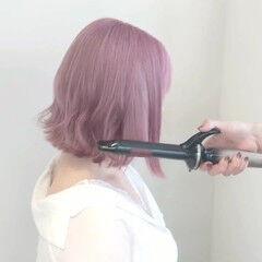 ピンク コテ巻き ボブ ピンクカラー ヘアスタイルや髪型の写真・画像