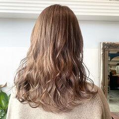 ミルクティーベージュ ブリーチ ダブルカラー ミルクティー ヘアスタイルや髪型の写真・画像
