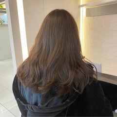 ロング イルミナカラー オリーブブラウン オリーブグレージュ ヘアスタイルや髪型の写真・画像