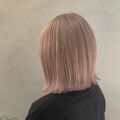 ナチュラル シアーベージュ ダブルカラー ハイトーン ヘアスタイルや髪型の写真・画像