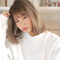 ミディアム ハイトーンカラー サラサラ 小顔ヘア ヘアスタイルや髪型の写真・画像