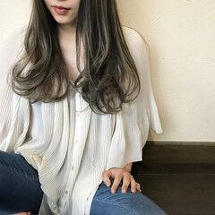 グレージュ ヘアカラー エレガント ロング ヘアスタイルや髪型の写真・画像